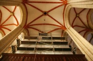 VERBORGEN: Wegen Bauarbeiten in St. Marien ist die Sauerorgel gut eingehüllt.