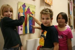 Ausstellung im MGH Melissa, Julian und Annalena zweite klasse martinischule1