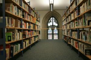 Blick in Bibliothek (2)