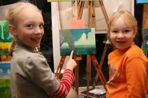 Vielleicht sind sie bei der Jugendkunstbiennale dabei Anika und Antonia
